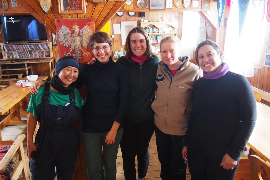 Z Yoshimi, Mayarą i Tamarą, koleżankami ze stacji Commandante Ferraz