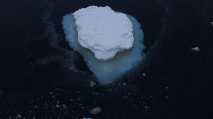 Głuchy łoskot paku lodowego działał na wyobraźnię