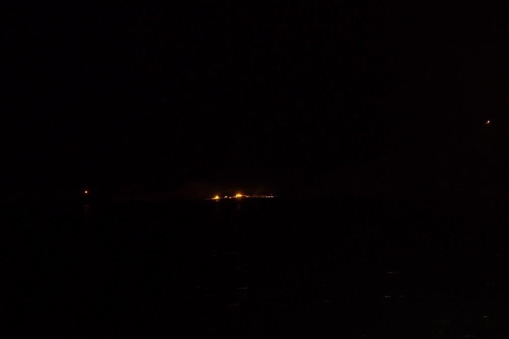 Światła Stacji migocą w oddali