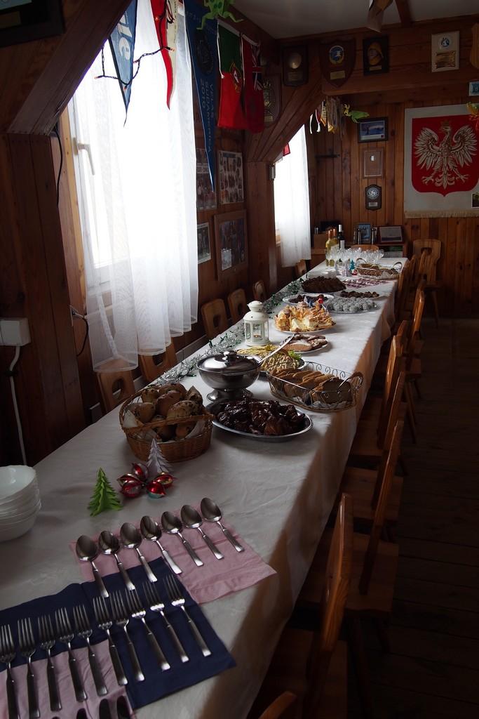 Stół z pysznościami