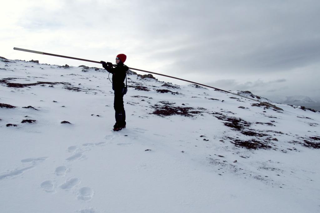Daga pomagająca wynieść antenę na górę