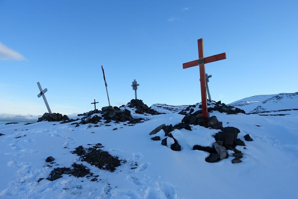 Cmentarz na wzgórzu koło stacji brazylijskiej