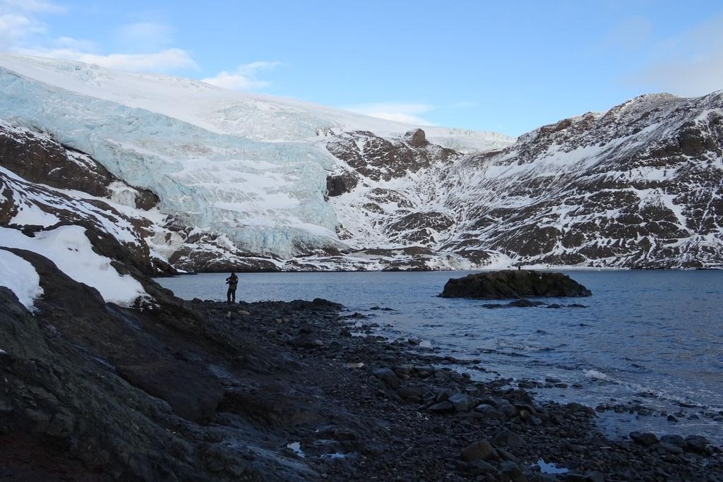 Lodospad Dery (Dera Icefall) i Zatoczka Herve (Herve Cove)