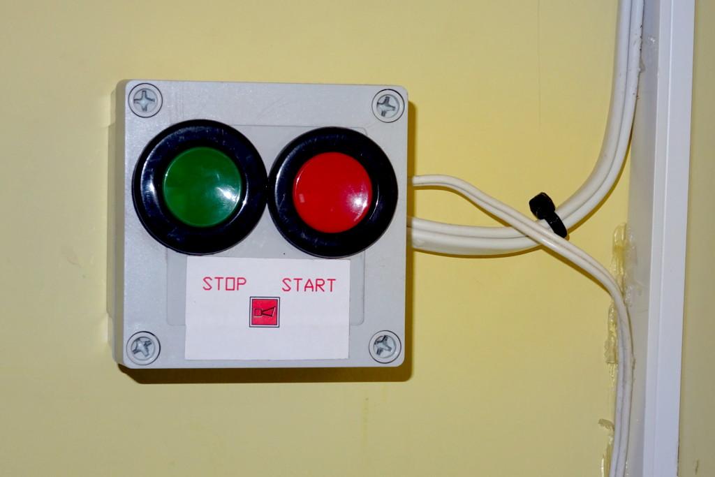 Przyciski do wyłączania alarmu